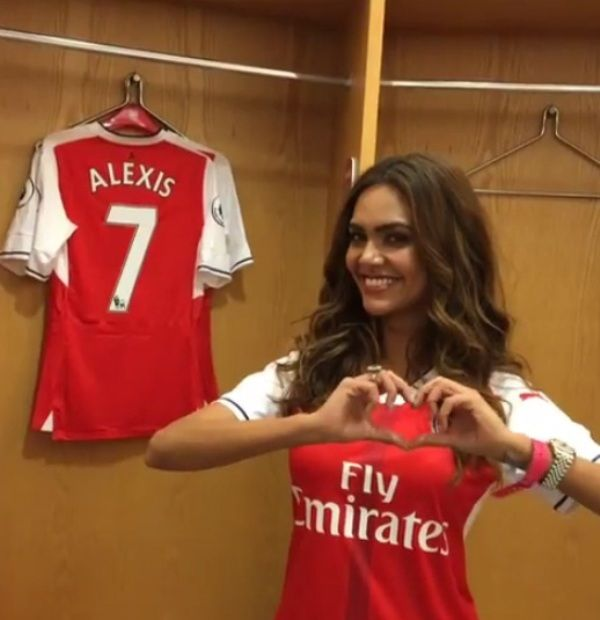 Esha Gupta Arsenal F.C.