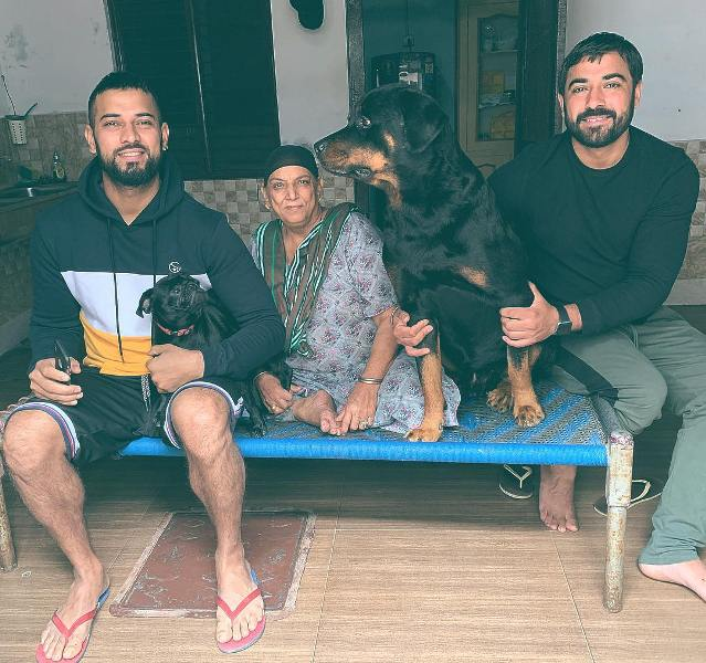 Garry Sandhu with his mother and brother
