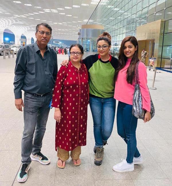 Ishita With Her Sister Tanushree And Her Parents