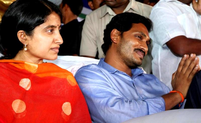 Jaganmohan Reddy With Wife YS Bharati