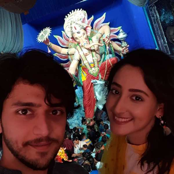 Kinshuk Vaidya and Shivya with the idol of Lord Ganesha