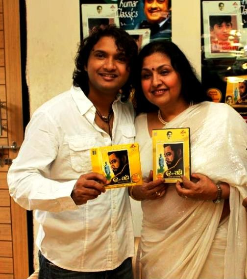 Leena Chandavarkar With Her Son Sumeet Kumar