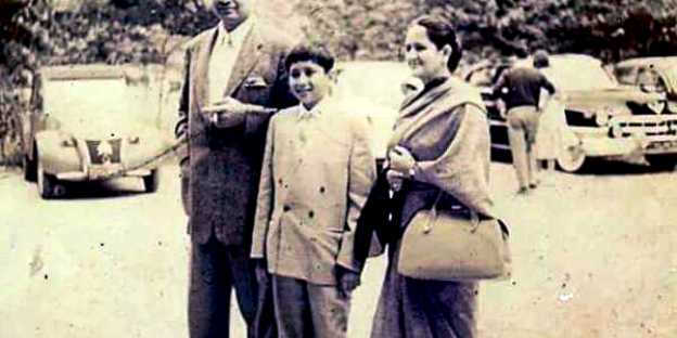 Naveen Patnaik With His Parents