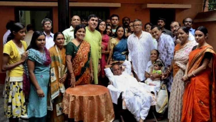 Pranab Mukherjee With His Family