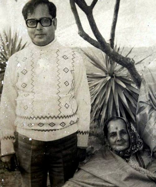 Pranab Mukherjee With His Mother Rajlakshmi Mukherjee