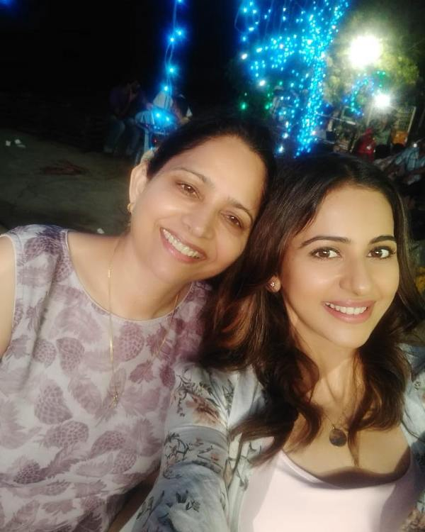 Rakul Preet Singh with her mother