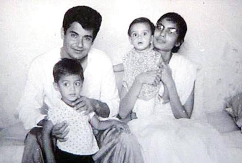 Salim Khan With Sushila Charak And Their 2 Children