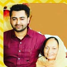 Sharry Mann with his mother