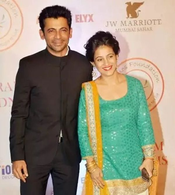 Sunil Grover With His Wife Aarti Grover