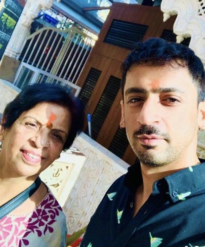 Sunil Grover's mother and brother