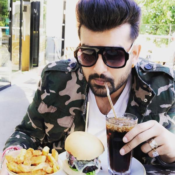 Yuvraj Hans having food