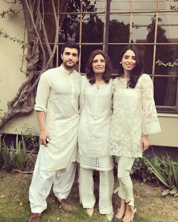 Zainab Abbas With Her Mother And Brother