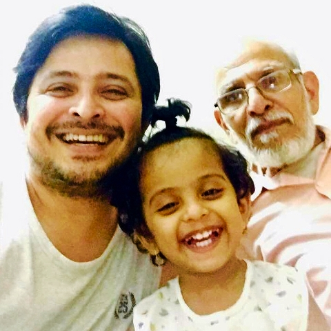 Abhijeet Kelkar with his father and daughter