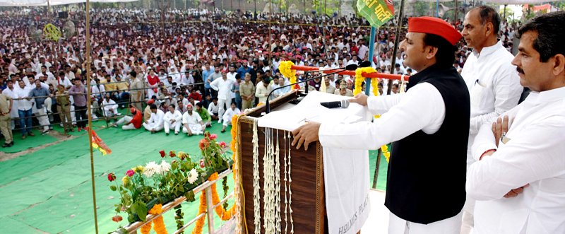 Akhilesh Yadav Speaking At A Rally