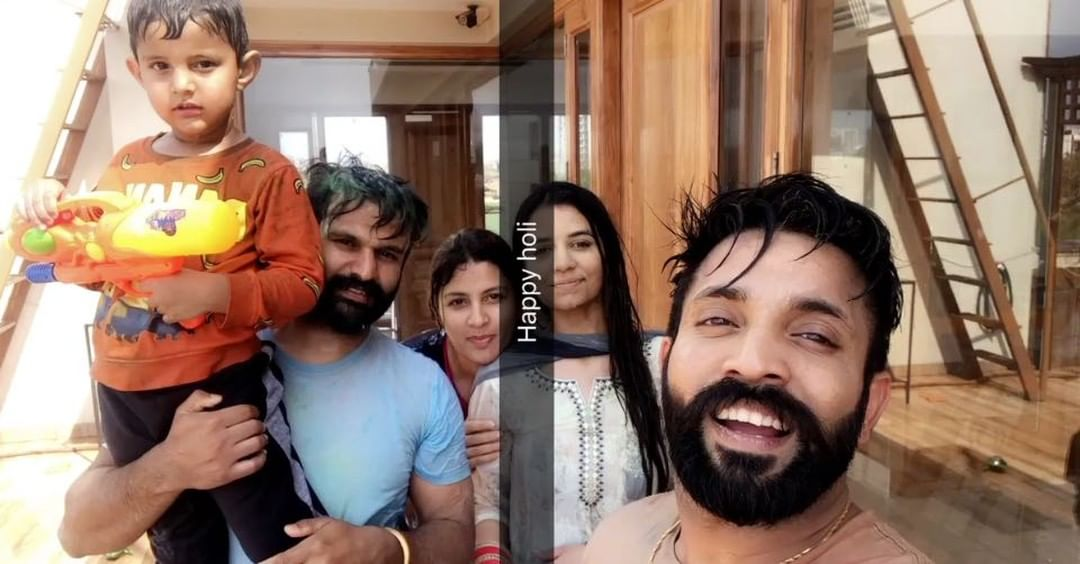 Dilpreet Dhillon with his brother, bhabhi, wife and nephew