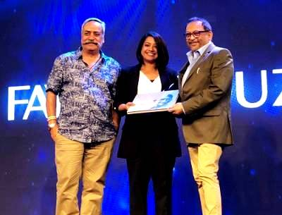 Faye D'Souza Receiving The IAA News Anchor Of The Year Award
