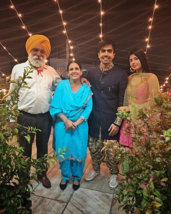 Hardy Sandhu with his parents and girlfriend