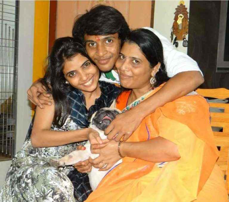 Heena Panchal's mother and her siblings