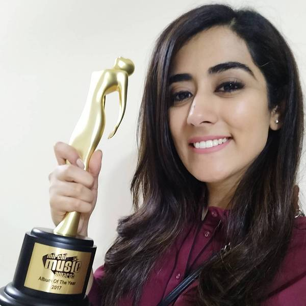 Jonita Gandhi With Her Award