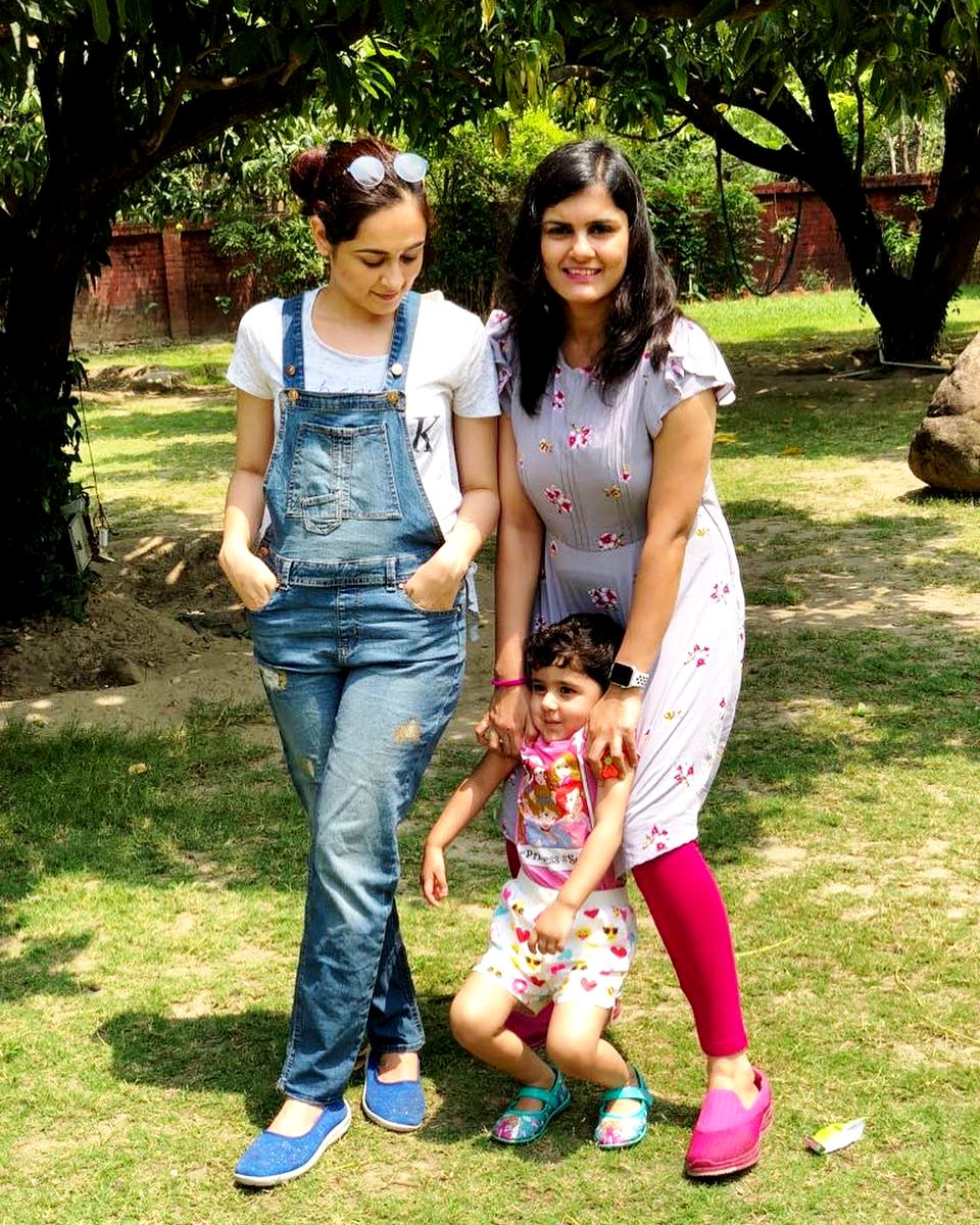 Khushboo Mirza With Her Sister Mahak Mirza & Her Son