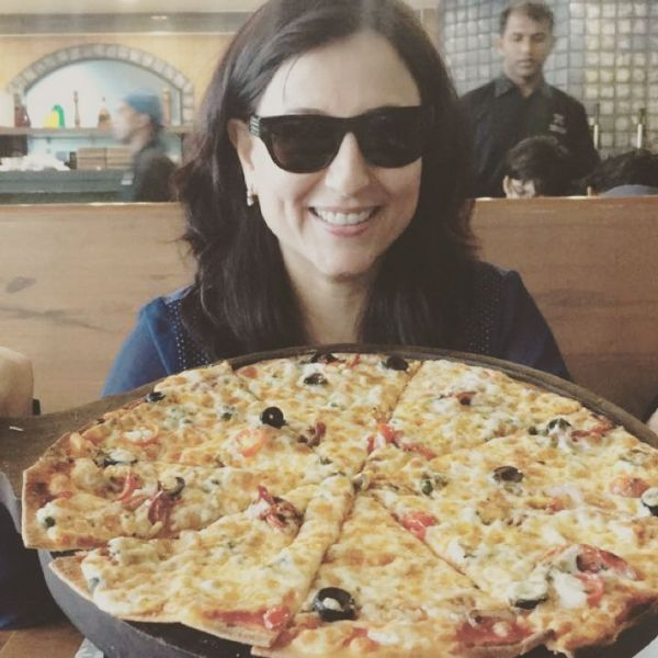 Kishori Shahane Vij loves Pizza