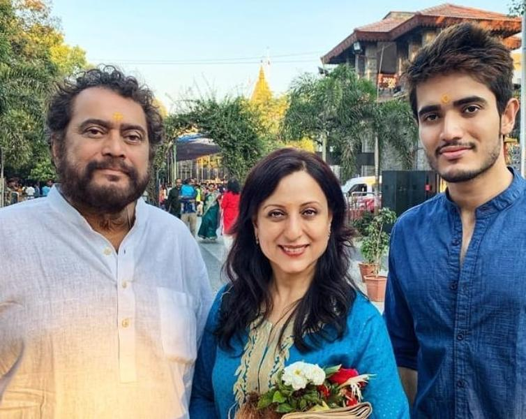 Kishori Shahane Vij with her family