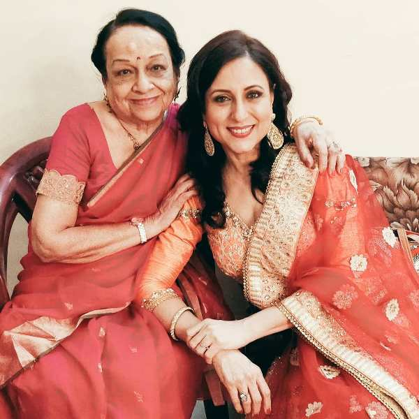 Kishori Shahane Vij with her mother