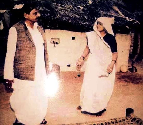 Mulayam Singh Yadav With His First Wife Malti Devi