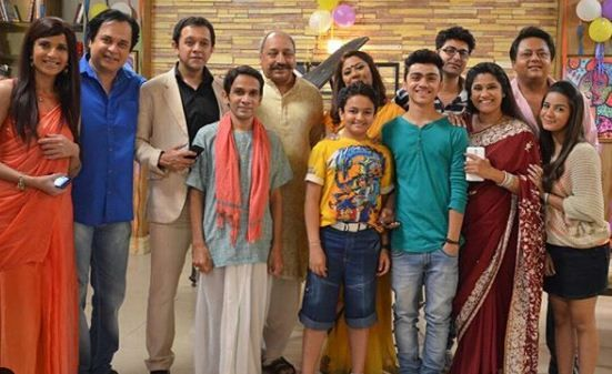 Nikki Sharma (extreme right) with the cast of Kabhi Aisa Geet Gaya karo