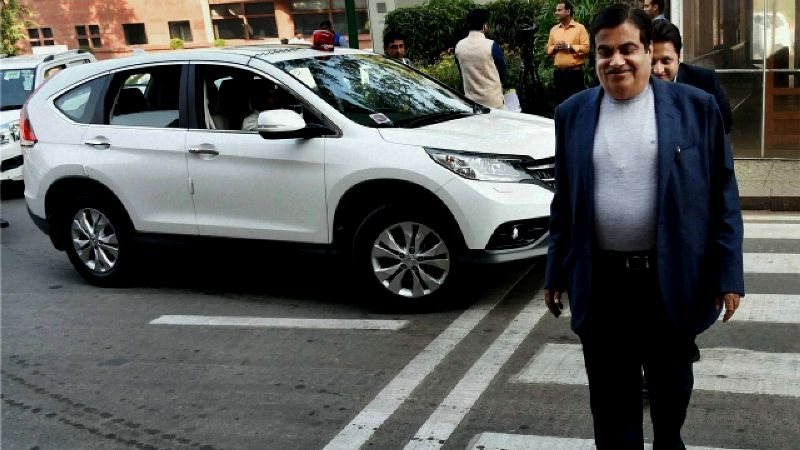 Nitin Gadkari With His Honda CRV
