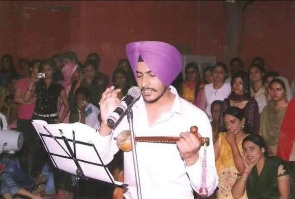 Rajvir Jwanda playing Tumbi in his college days