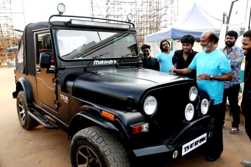 Sandy Master's Car Being Signed By Rajinikanth