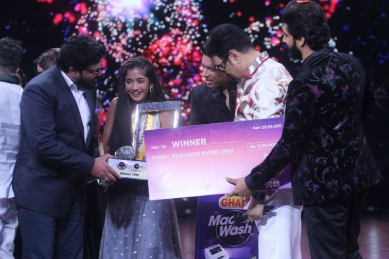 Sugandha Date as the winner of Sa Re Ga Ma Pa Li'l Champs