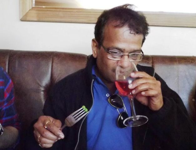 Vidyadhar Joshi drinks alcohol