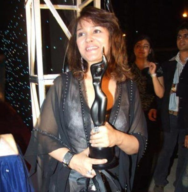 Alisha Chinai With Her Filmfare Award