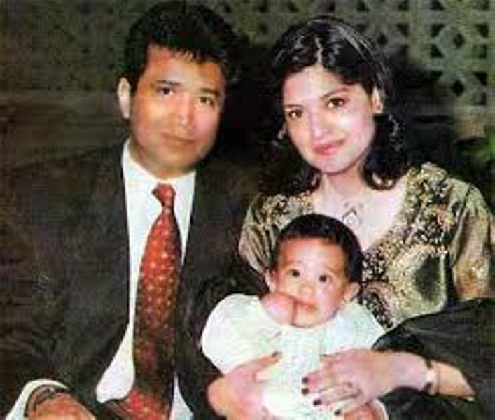 Alisha Chinai With Her Parents