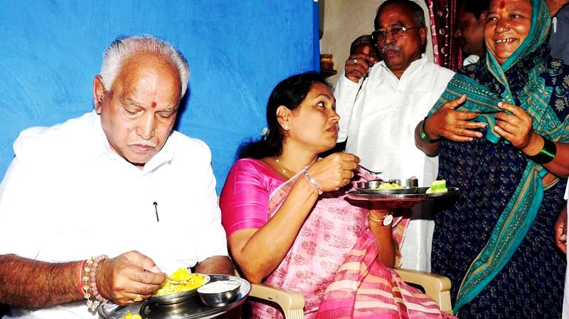 BS Yediyurappa Having Food At The Dalit Man's House