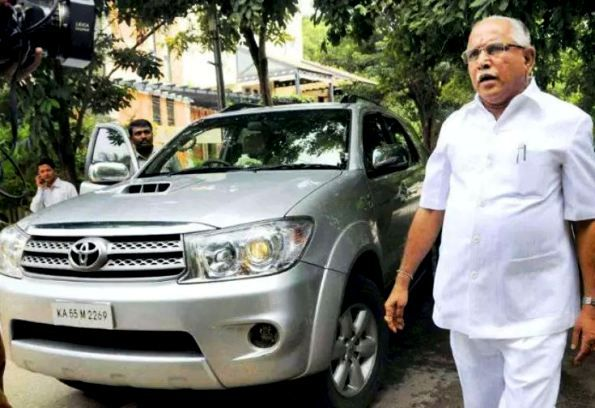 BS Yediyurappa With His Car