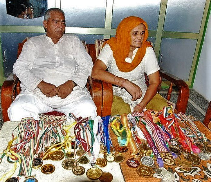 Babita Phogat's parents with the medals of their daughters