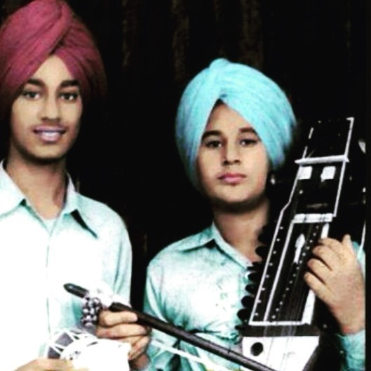 Harbhajan Mann with his brother in his young age