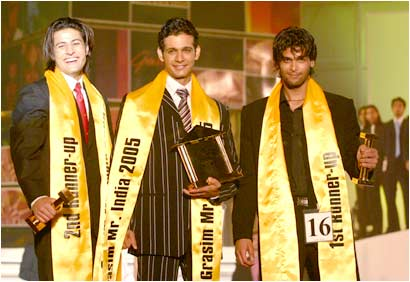 Kushal Tandon as the 1st runner up of Grasim Mr. India 2005