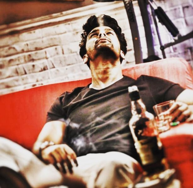 Kushal Tandon smoking and drinking alcohol