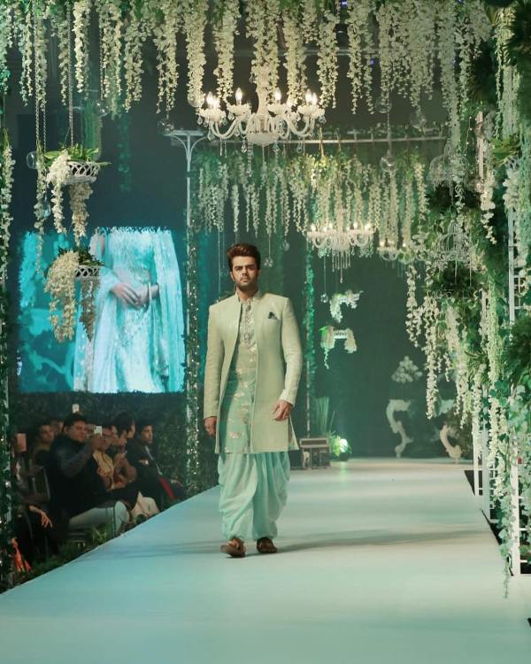 Manish Paul walking the ramp for Vikram Phadnis