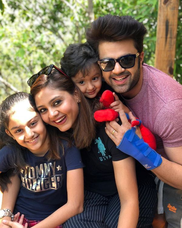 Manish Paul with his wife and children