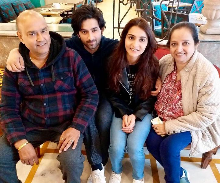 Mudit Nayar With His Parents And Wife