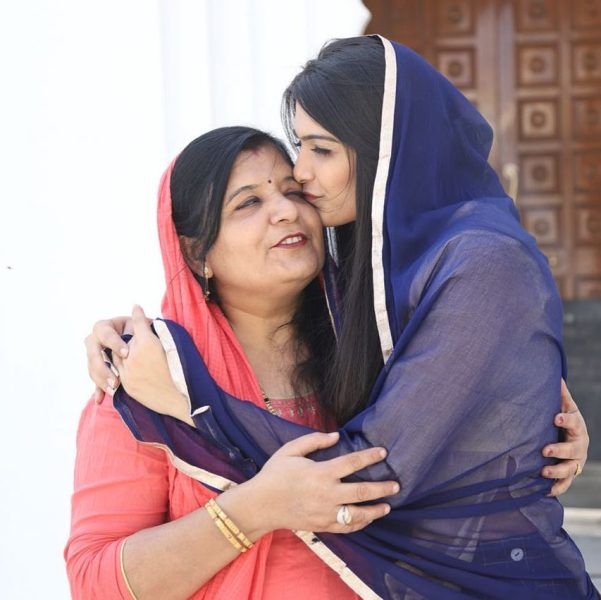 Muskaan Kataria with her mother