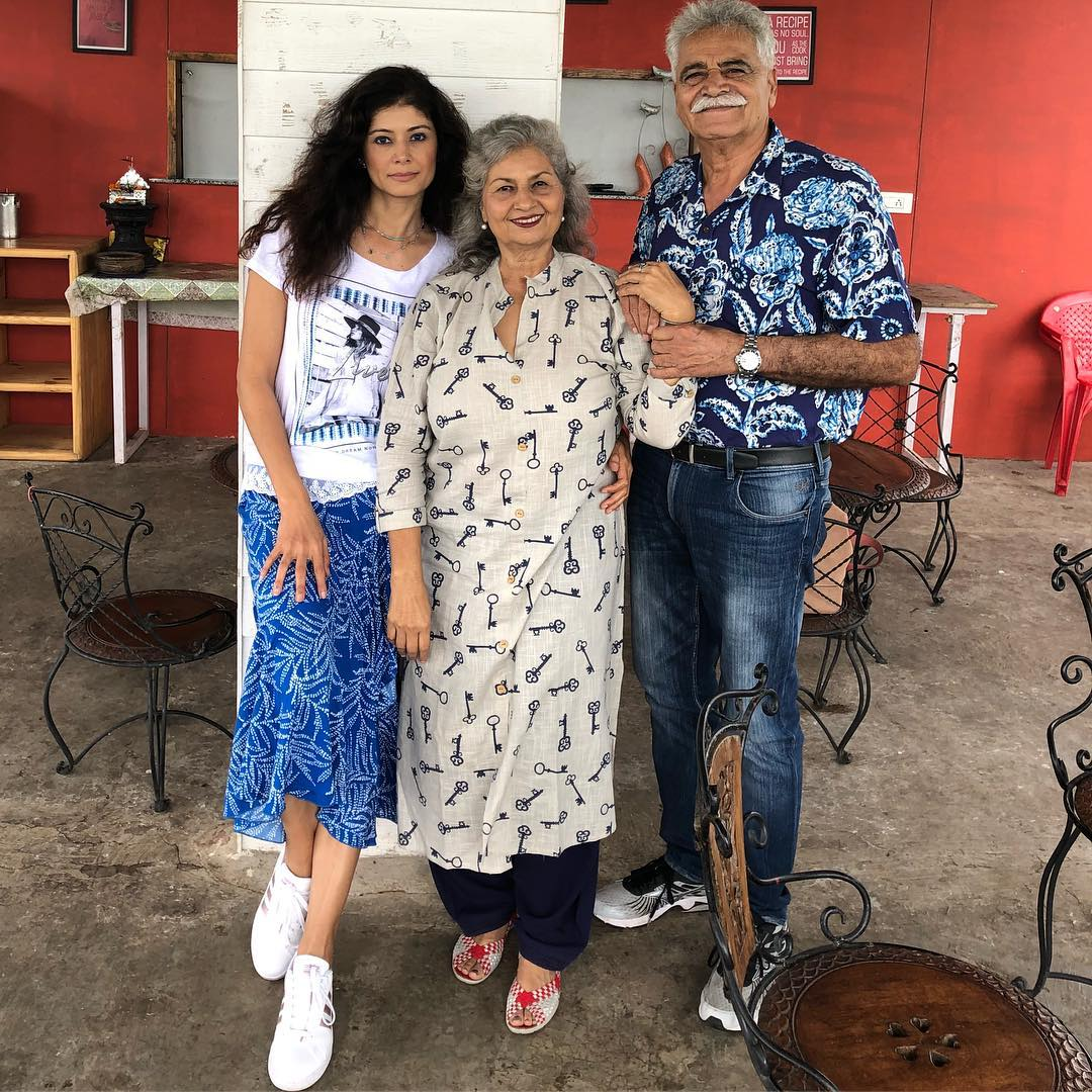Pooja Batra with her parents