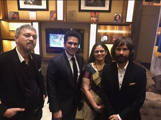 Sachin Tendulkar with his siblings