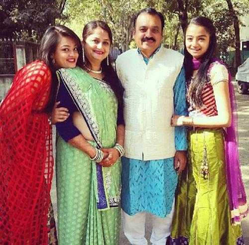 Samiksha Jaiswal with her family
