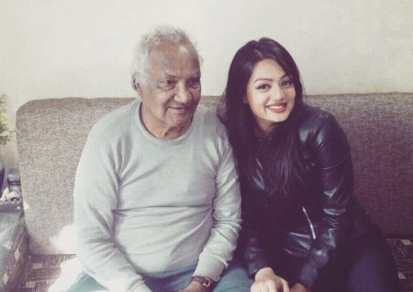 Samiksha Jaiswal with her grandfather